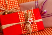 Red Christmas presents — Stockfoto