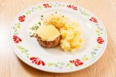 Escalope con patatas — Foto de Stock
