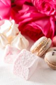 Sweet presents on table — Stockfoto
