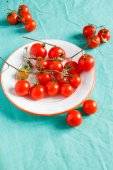 Fresh cheery tomatoes — Stock Photo