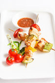 Skewered Chicken with vegetables — Stock Photo