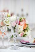 Wedding table with glasses — Stock Photo