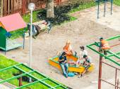 2014 Asian builders relax on the underconstruction playground — 图库照片