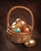 Golden eggs in a basket. Easter div concept — Stock Photo