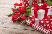 Bouquet of tulips and gift boxes on the board — Foto Stock