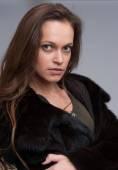 Beautiful woman wearing fur coat — Stok fotoğraf
