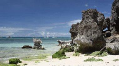 Rocks on tropical beach on Boracay — Стоковое видео