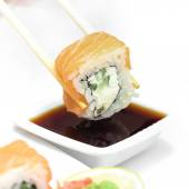 Sushi roll philadelphie en baguettes — Photo