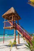 Lifeguard tower on caribbean beach — Foto de Stock