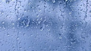 Raindrops on the window. Blue tone — Vídeo de stock