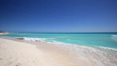 Caribbean sea coastline. Beautiful tropical beach — ストックビデオ