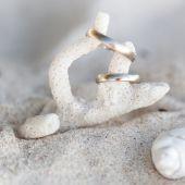 Celebration Valentine's day on beach — Stock Photo