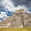 Chichen Itza, mayan pyramid in Yucatan, Mexico — Stock Photo #71784901
