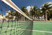 Net im freien Tennis am Hof mit niemand — Stockfoto