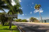 CANCUN, MEXICO - 6 MARCH 2015: Caribbean street with  sign Retor — Stock Photo