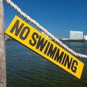 No swimming sign on wooden tablet  — Stock Photo