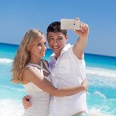 Romantic couple taking selfie on Caribbean beach  — Stock Photo