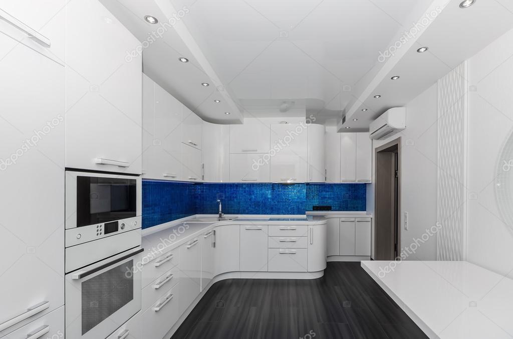 현대 흰색 파란색 인테리어 부엌-식당 — 스톡 사진 #79990660