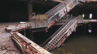 Forgotten industrial building. — Stockvideo