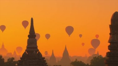 Temples and hot air balloons  in Bagan — Stock Video