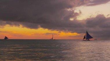Sail boat yachts cruising on horizon — Stock Video