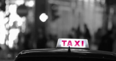 Taxi car and  people silhouettes — Stock Video
