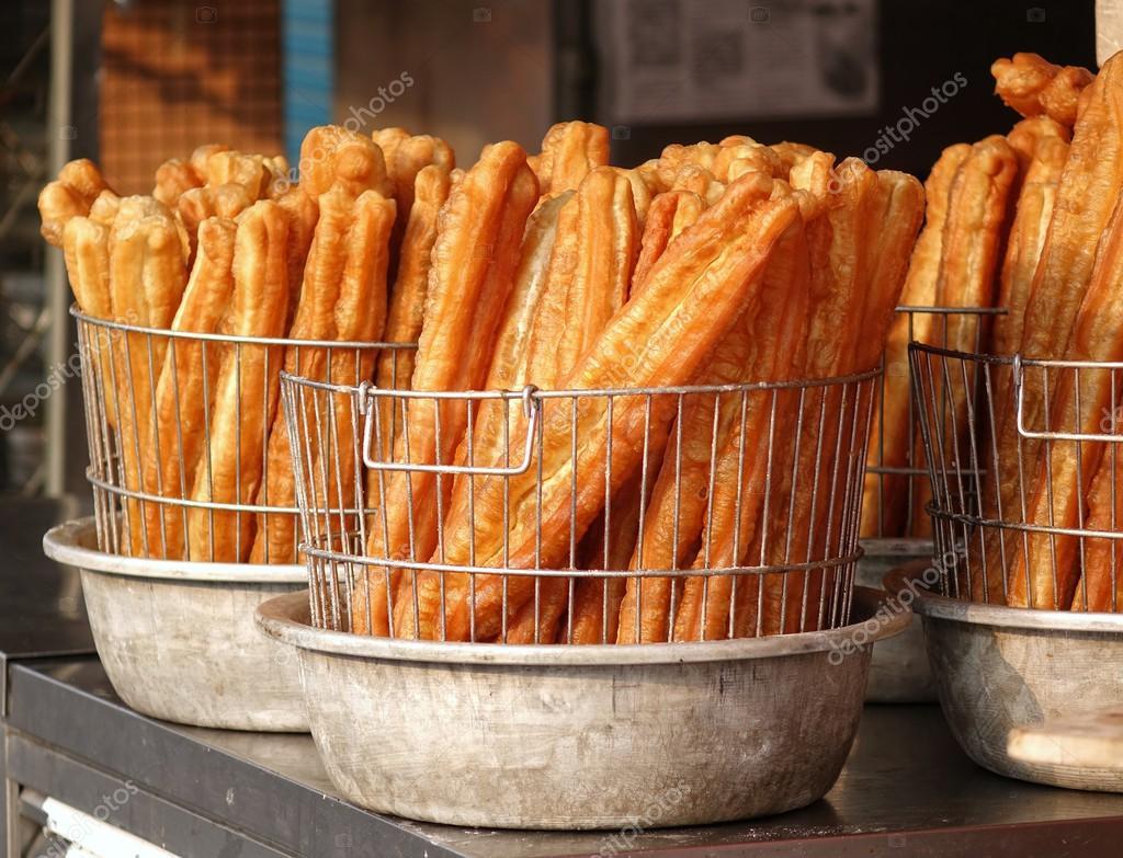 Bastoncini di pasta fritta cinese foto stock shiyali for Colazione cinese