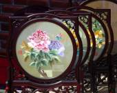 Chinese Embroidered Silk Screens — Stock Photo