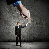 Hand giving money to businessman — Stockfoto