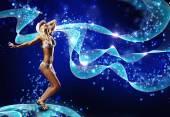 Mulher de biquíni dançando — Fotografia Stock