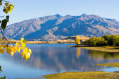 New Zealand alps and lake — Stock Photo