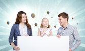 молодая семья — Стоковое фото