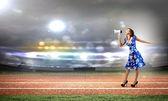メガホンを持つ女性 — ストック写真