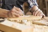 木匠在工作 — 图库照片