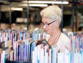 Haar tijd met nieuwe boeken — Stockfoto