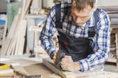 Плотник на работе — Стоковое фото