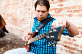 Tuning his guitar — Stock Photo