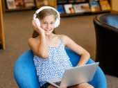 Reading and listening — Stock Photo