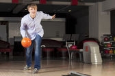 Guy playing bowling — Stock Photo