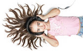 Ascolto musica giovane ragazza — Foto Stock