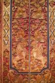 Wooden door decorated with carvings — Stock Photo