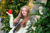 Cheerful girl with Christmas present — Foto Stock