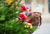 Girl with decorated Christmas tree — Foto Stock