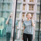 Young business woman speaking on the phone — Stock fotografie