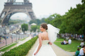 Happy young beautiful bride in Paris — Stockfoto