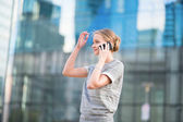 Young business woman speaking on the phone — Stockfoto