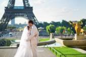 Jen manželský pár v Paříži — Stock fotografie