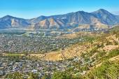 View of outskirts of Santiago with Andes mountains — Stock Photo