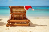 Santa hat on chaise longue on white sand beach — Stock Photo