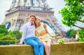 Just married couple in Paris — Stock Photo